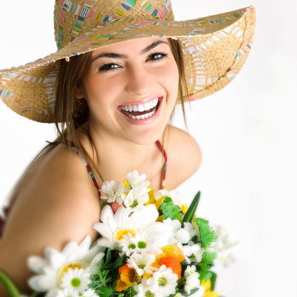 woman wearing a hat - summer skin care tips in Beverly Hills